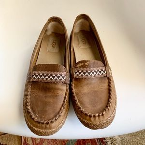 UGG Leather Slip On Moccasin Shoes Sz 7